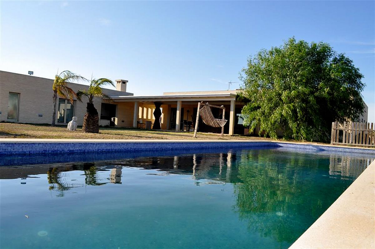 Villa with picturesque views over the lagoons near Alicante