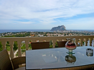 Modern villa with panoramic views of Calpe