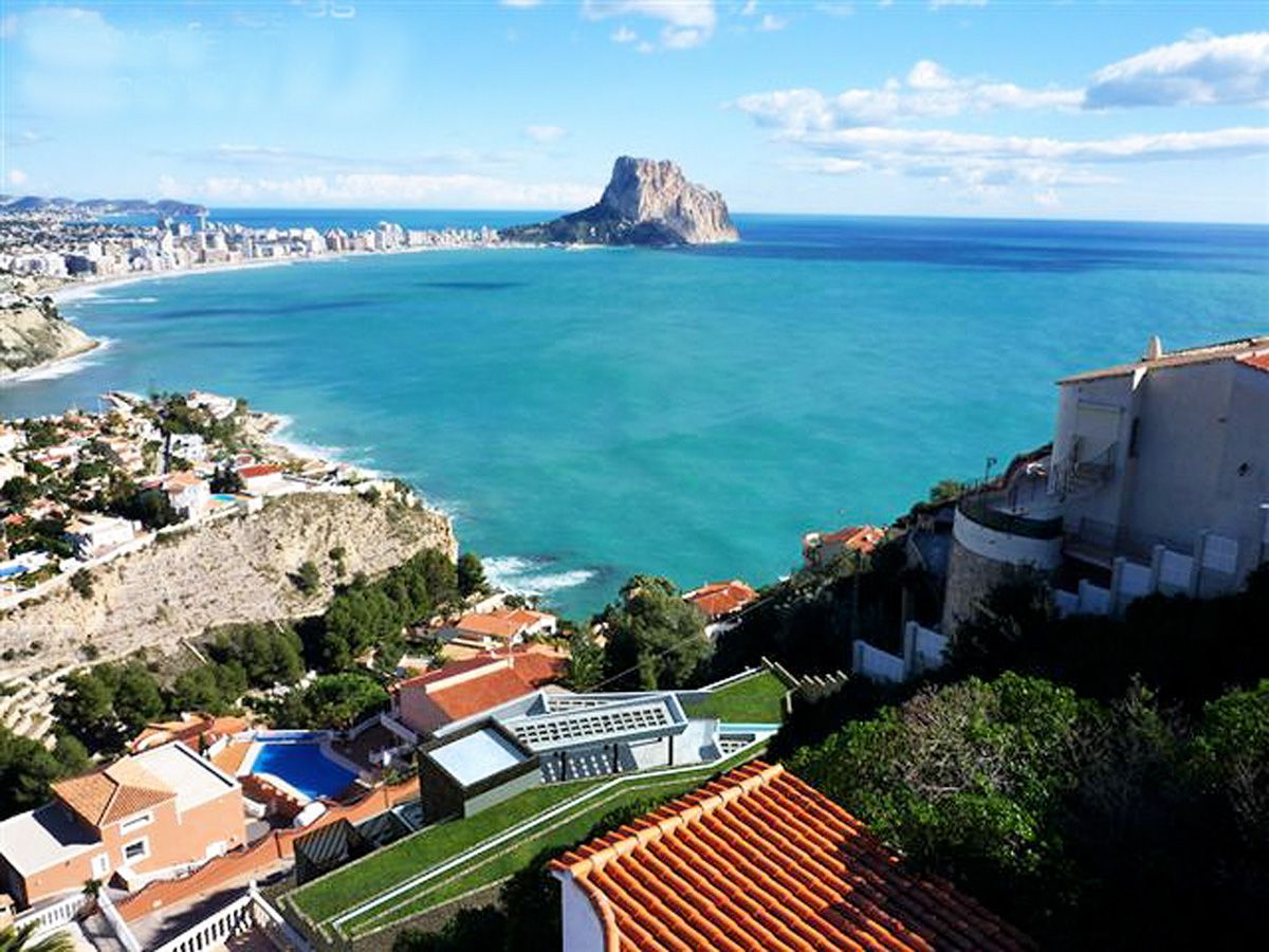 Luxurious new villa with stunning sea views in Calpe