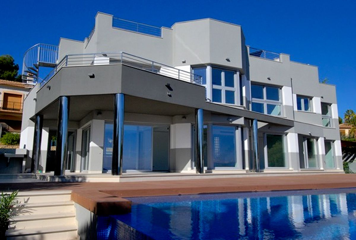New Villa, first line of the Calpe coast for sale